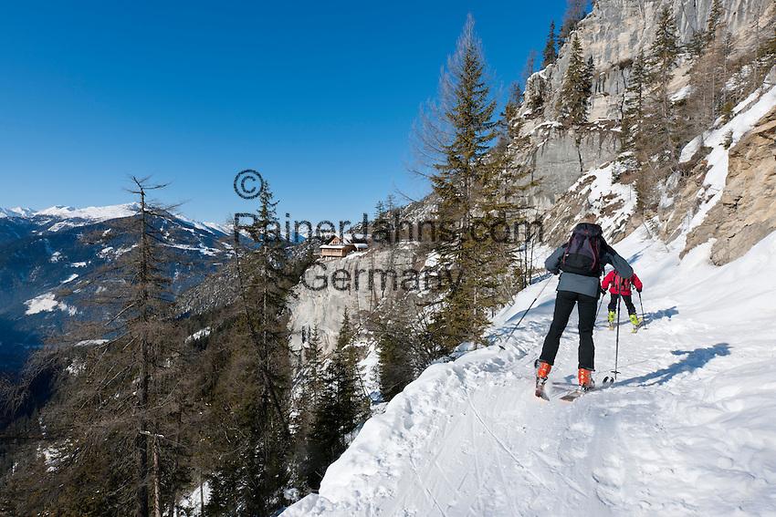 Austria, East-Tyrol, Lienz: skier approaching mountain inn Lienz Dolomites hut (1.616 m) at Lienz Dolomites | Oesterreich, Ost-Tirol, Lienz: Skifahrer auf dem Weg zur Lienzer Dolomitenhuette (1.616 m) in den Lienzer Dolomiten