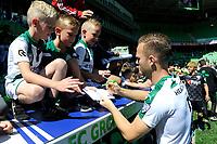 GRONINGEN - Voetbal, Open dag FC Groningen ,  seizoen 2017-2018, 06-08-2017,  FC Groningen speler Todd Kane deelt handtekeningen uit
