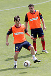 MADRID (25/05/09).- The Spanish Soccer national training session.  David Silva and Xavi Hernandez...PHOTO: Cesar Cebolla / ALFAQUI