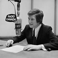 FILE -  L'humoriste Claude Landre<br /> , Radio-Canada, probalement le 13 mars 1970<br /> <br /> Photo : Alain Renaud - Agence Quebec Presse