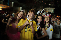 Jeunes fans de la communauté anglo-saxonne de Hong-kong pendant les championnats du rugby à 7 , finale du 24 mars 2013.