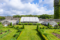 France, Indre-et-Loire (37), Montlouis-sur-Loire, jardins du château de la Bourdaisière, le potager, serre ancienne (vue aérienne)