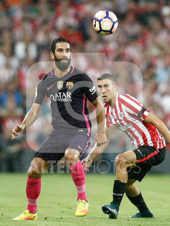Athletic de Bilbao's Oscar de Marcos (r) and FC Barcelona's Arda Turan during La Liga match. August 28,2016. (ALTERPHOTOS/Acero)