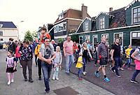 Nederland Zaandam 2019. Laatste dag van de Avondvierdaagse. Veel ouders lopen het laatste stuk mee.  Foto Berlinda van Dam / Hollandse Hoogte