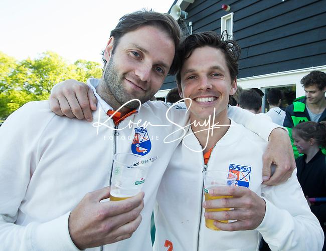 BLOEMENDAAL  -   Wouter Jolie (Bloemendaal) en Rogier Hofman (Bloemendaal)  speelden hun laatste wedstrijd voor Bl'daal,  na   de verloren play-off wedstrijd heren hoofdklasse Bloemendaal-Kampong (0-2) . Kampong plaatst zich voor de finale.  COPYRIGHT KOEN SUYK
