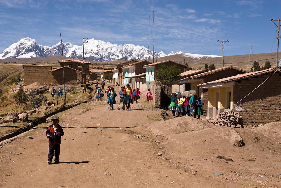 The Ausengate hiking circuit passes through the small mountain village of Pinchimuro.
