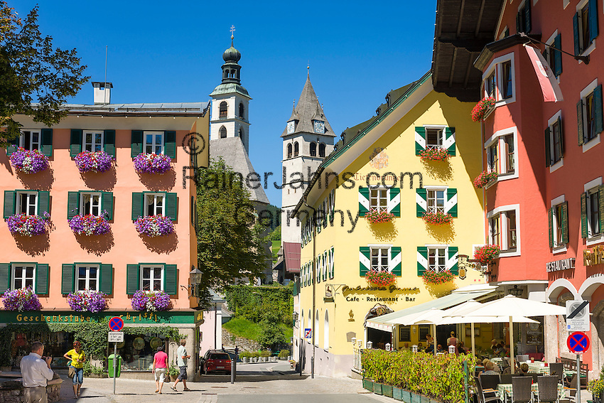 Austria, Tyrol, Kitzbuehel: town centre with parish church St. Andrew and Church of our Lady | Oesterreich, Tirol, Kitzbuehel: Zentrum mit Pfarrkirche Zum Hl. Andreas und Liebfrauenkirche