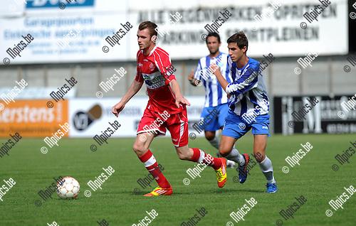 2012-08-19 / Voetbal / seizoen 2012-2013 / Hoogstraten - St-Gillis / Michiel Lanslots (l. Hoogstraten) met Duval..Foto: Mpics.be