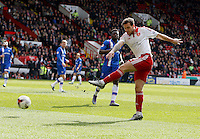 Sheffield United v Gillingham .Sky Bet League 1 ....... uniteds billy sharp shoots on goal