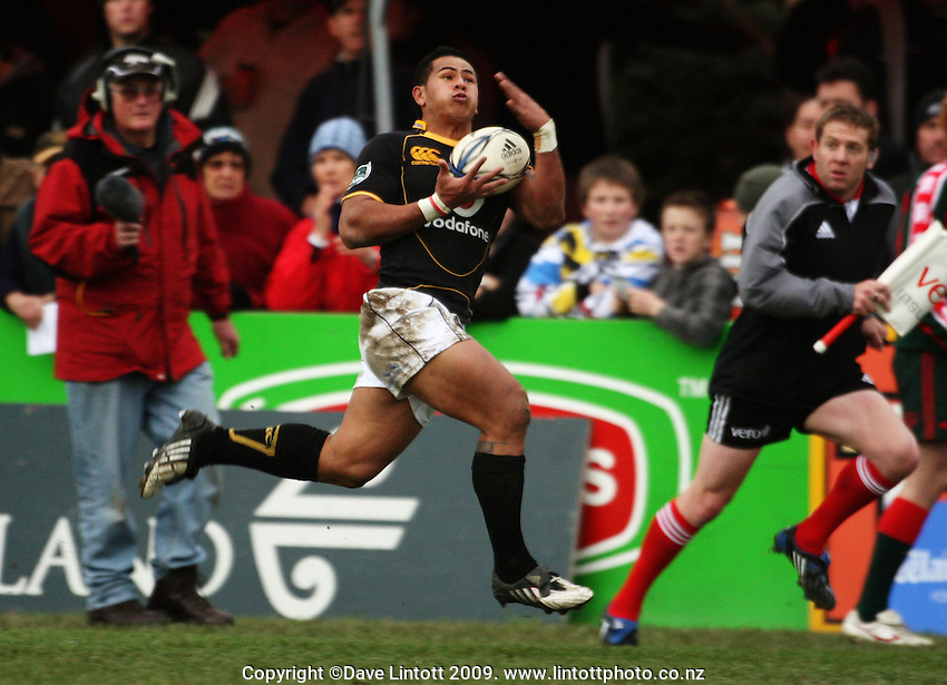 Wellington winger David Smith takes a pass mid-flight during the Ranfurly Shield rugby match between the Wellington Lions and Wairarapa Bush at Trust House Memorial Park, Masterton, New Zealand on Saturday, 27 September 2008. Photo: Dave Lintott / lintottphoto.co.nz