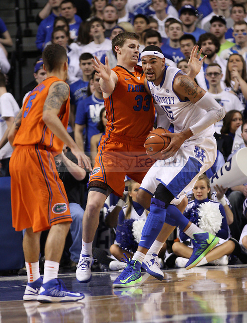 UK's Willie Cauley-Stein runs into Florida's Erik Murphy and looks for an outlet to dish the ball. in Lexington, Ky., on Saturday, March, 9, 2013. Photo by James Holt | Staff