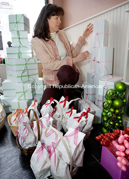 WATERBURY, CT. 01 February 2013-020113SV04-Susan Occhino of the Dutch Flower Lady florist on Grand Street sets up flower bulbs gift boxes for sale in Waterbury Friday..Steven Valenti Republican-American