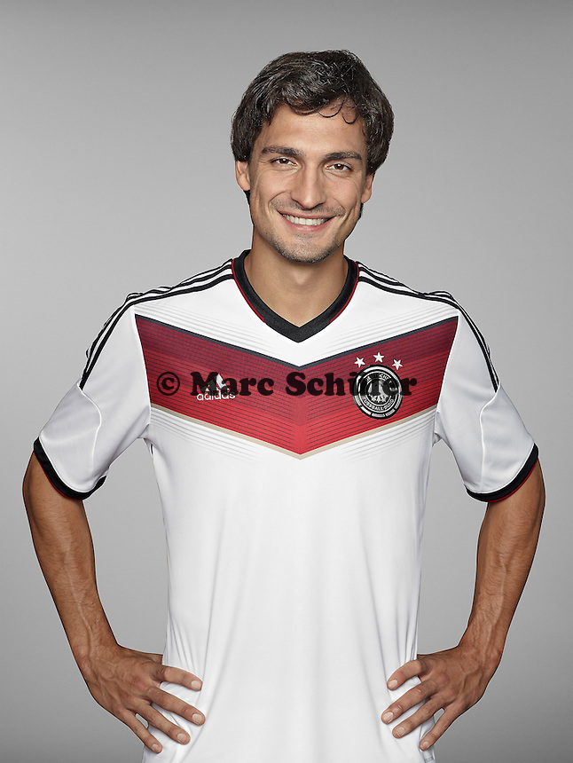 ST. MARTIN IN PASSEIER, ITALY - MAY 24: In this handout image provided by German Football Association (DFB) Mats Hummels of team Germany poses for a picture on May 24, 2014 in St. Martin in Passeier, Italy.  (Photo by Handout/DFB via Bongarts/Getty Images)  *** Local Caption *** Mats Hummels