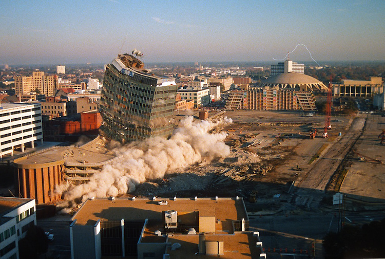 1996 November 24..Redevelopment..Macarthur Center.Downtown North (R-8)..SEQUENCE 8.IMPLOSION OF SMA TOWERS.LOOKING NORTH FROM ROOFTOP .OF MAIN TOWER EAST.PV3..NEG#.NRHA#..