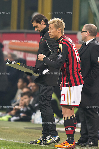 Keisuke Honda (Milan), JANUARY 22, 2014 - Football / Soccer : Keisuke Honda of AC Milan prepares to come on as a substitute during the Coppa Italia (TIM Cup) Quarter-final match between AC Milan 1-2 Udinese at Stadio Giuseppe Meazza in Milan, Italy. (Photo Enrico Calderoni/AFLO SPORT)