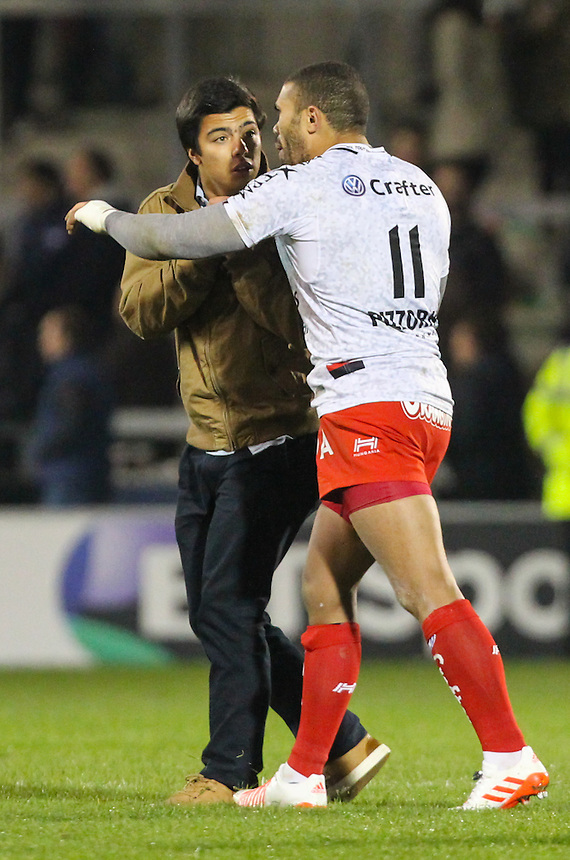 A second pitch invader rushes up to talk to Toulon's Bryan Habana<br /> <br /> Photographer Alex Dodd/CameraSport<br /> <br /> Rugby Champions Cup Pool 3 - Sale Sharks v Toulon - Friday 21st October 2016 - AJ Bell Stadium - Eccles, Manchester<br /> <br /> World Copyright &copy; 2016 CameraSport. All rights reserved. 43 Linden Ave. Countesthorpe. Leicester. England. LE8 5PG - Tel: +44 (0) 116 277 4147 - admin@camerasport.com - www.camerasport.com