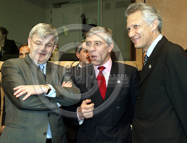 BRUSSELS - BELGIUM - 17 February 2003--Informal Extraordinary Meeting of the EU Heads of State, on Iraq..The German Foreign Minister Joschka FISCHER, (L) the British Foreign Minister Jack STRAW and the French Foreign Minister Dominique GALOUZEAU de VILLEPIN.-- PHOTO:  EUP-IMAGES.COM / JUHA ROININEN