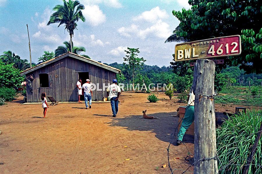 Assentamento Palmares em Itupiranga, Pará. 1994. Foto de Miguel Chikaoka.