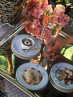 Europe/France/Champagne-Ardenne/51/Marne/Reims : Les amuse-bouche - Raviolis de navets au saumon, langoustine croustillante aux cèpes, crème d'artichaut au jabugo, Champagne Duval-Leroy   -   Recette de Gérard Boyer