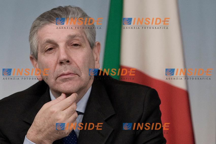 Il Ministro della Difesa Giampaolo Di Paola.Roma 14/02/2012 Conferenza Stampa al termine del Consiglio dei Ministri..Foto Insidefoto Serena Cremaschi