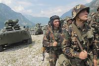 - MLF, European Multinational Land Force, Italian, Slovenian and Hungarian Combat Group; soldiers of Hungarian army....- MLF, Forza Europea Multinazionale di Terra, Gruppo da Combattimento Italo Sloveno Ungherese; militari dell'esercito ungherese
