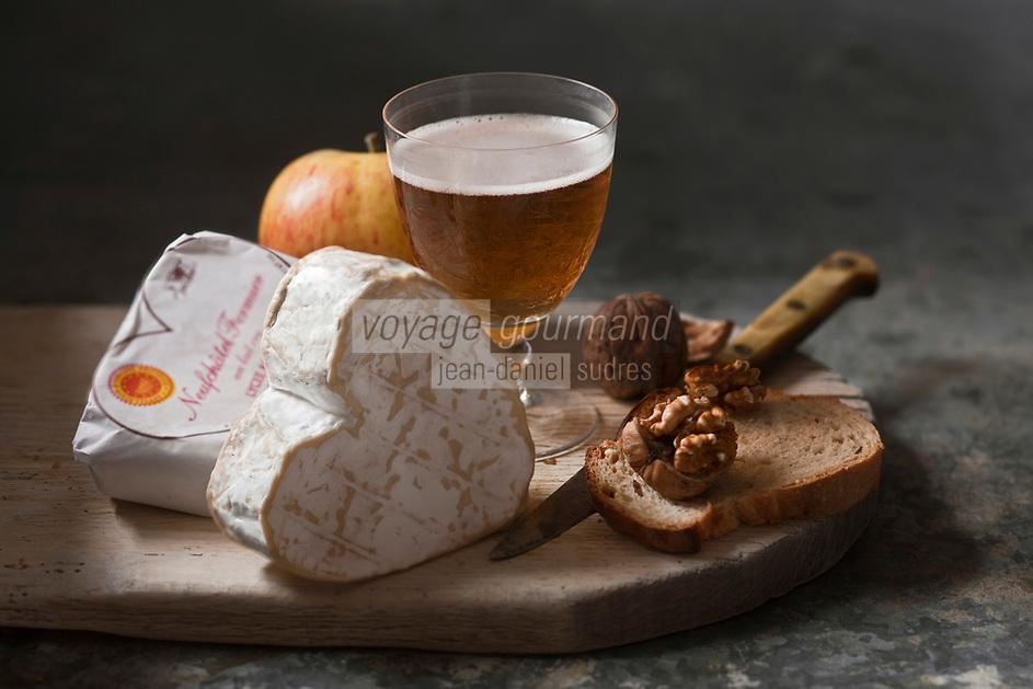 Europe/France/Normandie/Haute-Normandie/76/Seine-Maritime/ Neufchâtel-en-Bray : Le Neufchâtel est un fromage fabriqué dans le Pays de Bray, La forme emblématique du Neufchâtel est le cœur