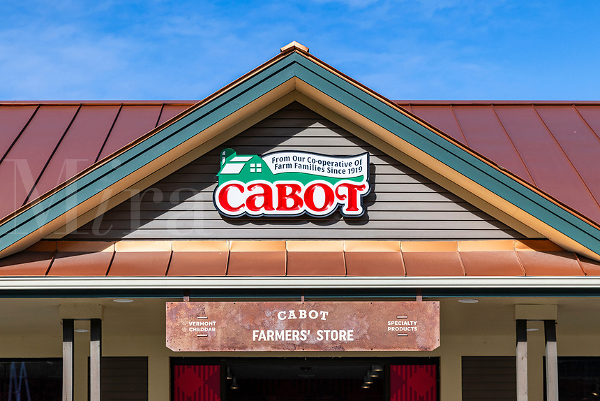 Cabot Cheese farm store, Waterbury, Vermont, USA.