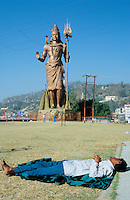 "S?dasien Asien Indien IND Haridwar am Fluss Ganges Schlafender an Shiva Statue  - Tourismus Hinduismus Hindu Hindus Religion xagndaz | .Asia India Haridwar or Hardwar at River ganges Ganga Shiva Statue - Religion Hinduism .| [ copyright (c) Joerg Boethling / agenda , Veroeffentlichung nur gegen Honorar und Belegexemplar an / publication only with royalties and copy to:  agenda PG   Rothestr. 66   Germany D-22765 Hamburg   ph. ++49 40 391 907 14   e-mail: boethling@agenda-fototext.de   www.agenda-fototext.de   Bank: Hamburger Sparkasse  BLZ 200 505 50  Kto. 1281 120 178   IBAN: DE96 2005 0550 1281 1201 78   BIC: ""HASPDEHH"" ,  WEITERE MOTIVE ZU DIESEM THEMA SIND VORHANDEN!! MORE PICTURES ON THIS SUBJECT AVAILABLE!! INDIA PHOTO ARCHIVE: http://www.visualindia.net ] [#0,26,121#]"