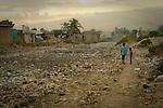 The cholera epidemic in Haiti has already killed 4.500 people and sickened more than 250.000. Uno de los canales de agua que cruzan Cite Soleil, uno de los barrios mas pobres de Puerto Principe, lleno de basura. Photo by Jose L. Cuesta