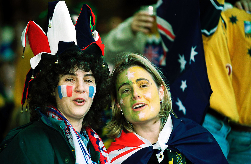 Photo. Richard Lane.Australia v France. 6/11/99..A French and Australian fan celebrate the Rugby World Cup Final