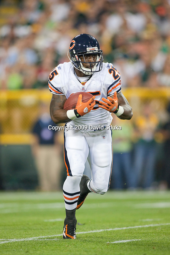 Chicago Bears running back Garrett Wolfe (25) during an NFL football game against the Green Bay Packers at Lambeau Field on September 13, 2009 in Green Bay, Wisconsin. The Packers won 21-15. (AP Photo/David Stluka)