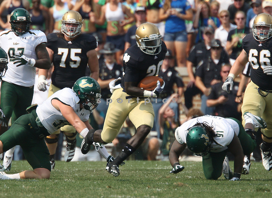 CIERRE WOOD, of Notre Dame, in action during Notre Dame's game against the University of South Florida on September 3, 2011 at Notre Dame Stadium in South Bend, Indiana. South Florida beat Notre Dame 23-20.