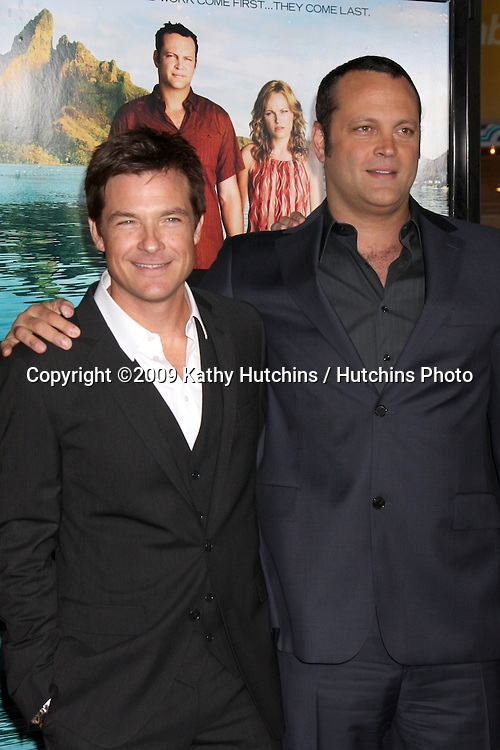 Jason Bateman & Vince Vaughn.arriving at the Couples Retreat Premiere.Mann's Village Theater.Westwood,  CA.October 5,  2009.©2009 Kathy Hutchins / Hutchins Photo.