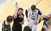 PAR-KY MENEN  vs  CARUUR VOLLEY GENT (bekermatch) :<br /> coach Ratko Peris stuurt zijn troepen bij<br /> <br /> Foto VDB / Bart Vandenbroucke