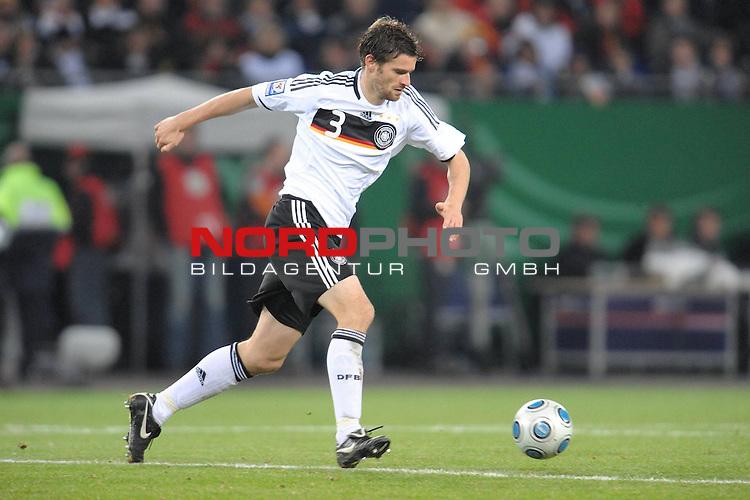 Fussball, L&auml;nderspiel, WM 2010 Qualifikation Gruppe 4  14. Spieltag<br />  Deutschland (GER) vs. Finnland ( FIN ) 1:1 ( 0:1 )<br /> <br /> Arne Friedrich ( GER / Stuttgart #03 ) <br /> <br /> Foto &copy; nph (  nordphoto  )