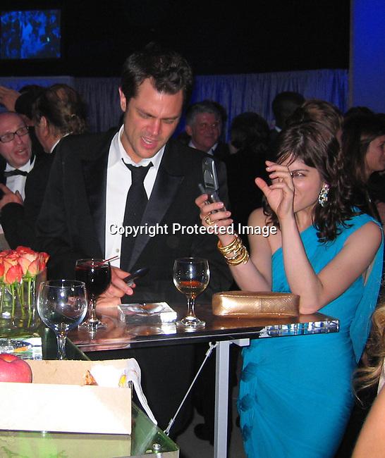 Johnny Knoxville & Selma Blair.2005 Vanity Fair Post Oscar Party.Mortons Restaurant.Beverly Hills, CA, USA .Sunday, February, 27, 2005.Photo By Celebrityvibe.com/Photovibe.com, New York, USA, Phone 212 410 5354, email:sales@celebrityvibe.com.