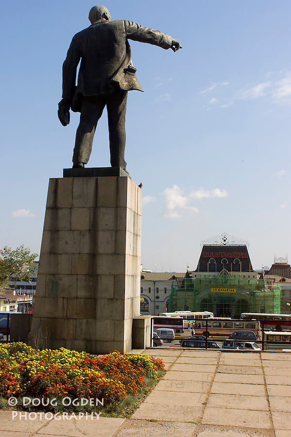 Staute of Lenin in front of the Vladivostok Train Station, the eastern end of the Trans-Siberian Railroad, Russia