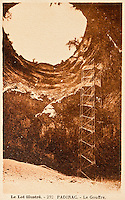 Europe/Europe/France/Midi-Pyrénées/46/Lot/Padirac: Gouffre de Padirac - l'entrée du Gouffre et le grand escalier métallique  - Vieille carte Postale Collection Société du Gouffre de Padirac  -Reproduction - Autorisation nécessaire