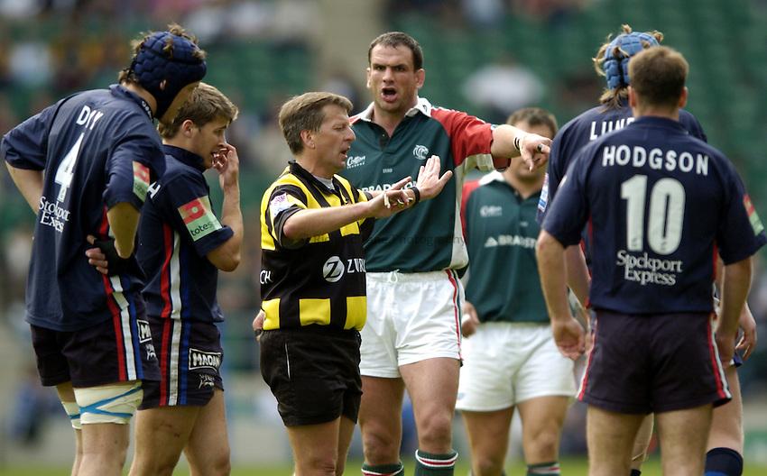 Photo: Richard Lane..Leicester Tigers v Sale Sharks. Zurich Wildcard Final at Twickenham. 29/05/2004..Martin Johnson argues with referee, Tony Spreadbury.