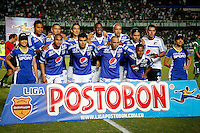 CALI - COLOMBIA-04-12-2013: Los jugadores de Millonarios posan para una foto durante partido en el estadio pascual Guerrero de la ciudad de Cali. Deportivo Cali y Millonarios durante partido por la quinta fecha de los cuadrangulares semifinales de la de la Liga Postobon II. / The players of Millonarios pose for a photo during the game at Pascual Guerrero Stadium in Cali city. Deportivo Cali and Millonarios during the fifth round match of the semifinals of the Postobon League II. Photo: VizzorImage / Juan C. Quintero / Str).