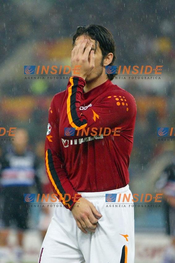 Roma 18/1/2004<br /> Roma Sampdoria 3-1<br /> Gaetano D'Agostino si protegge su un calcio di punizione<br /> Foto Andrea Staccioli Insidefoto