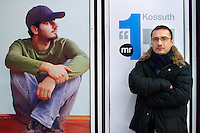 UNGARN, 28.12.2010, Budapest. Rundfunkjournalist Attila Mong, dem nun wegen einer zur Verkuendung der neuen Mediengesetze der Regierung Orban eingelegten Protest-Schweigeminute der Rauswurf droht. Er arbeitete fuer den Staatssender MR1 Kossuth Radio. | Radio anchorman Attila Mong who protested against the Orban goverment's new media laws coming into force with a minute of silence. He worked for the state owned broadcasting station MR1 Kossuth Radio and is now facing dismissal. Here in front of the Magyar Radio headquarters..© Martin Fejer/EST&OST