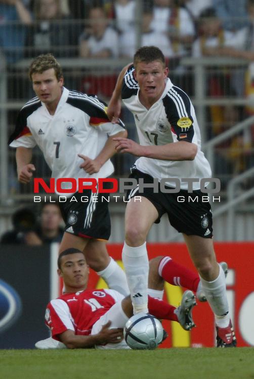U21 - EM 2004 - Gruppe B<br /> Deutschland vs. Schweiz 2:1<br /> Alexander Madlung (rechs) von Deutschland. Links im Foto<br /> Andreas Goerlitz von Deutschland.<br /> Foto &copy; nordphoto - Ruediger Lampe<br /> <br />  *** Local Caption *** Foto ist honorarpflichtig! zzgl. gesetzl. MwSt.<br />  Belegexemplar erforderlich<br /> Adresse: nordphoto<br /> Georg-Reinke-Strasse 1<br /> 49377 Vechta