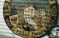 """Europe/Autriche/Tyrol/Zams: Gasthof """"Gemse"""" - Décoration remise aux maisons qui sont depuis 300 ans à la même famille - Allusion aux Haflinger chevaux qui  sont élevés par cette famille"""