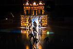 Stockholm 2015-09-30 Ishockey Hockeyallsvenskan AIK - Leksands IF :  <br /> AIK:s spelare g&ouml;r entr&eacute; p&aring; isen i Hovet under ett intro inf&ouml;r matchen mellan AIK och Leksands IF <br /> (Foto: Kenta J&ouml;nsson) Nyckelord:  AIK Gnaget Hockeyallsvenskan Allsvenskan Hovet Johanneshov Isstadion Leksand LIF inomhus interi&ouml;r interior intro