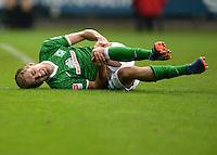 FUSSBALL   1. BUNDESLIGA   SAISON 2013/2014   9. SPIELTAG SV Werder Bremen - SC Freiburg                           19.10.2013 Nils Petersen (SV Werder Bremen) muss verletzt ausgewechselt werden.