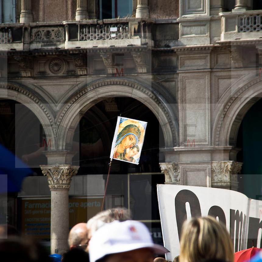 Visita del Papa Benedetto XVI in Piazza Duomo  a Milano per il VII° incontro mondiale delle famiglie...The Pope Benedict XVI during the visit at the VII world meeting of families in Duomo square in Milan.
