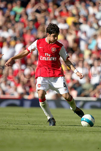 25 August 2007: Arsenal midfielder Cesc Fabregas crosses the ball during the Premier League game between Arsenal and Man City, played at The Emirates Stadium. Arsenal won the match 1-0. Photo: Actionplus....070825 football soccer player premiership francesc