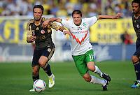 FUSSBALL   INTERNATIONALES TESTSPIEL  SAISON 2011/2012   SV Werder Bremen - Fenerbahce Istanbul               23.08.2011 Goekhan GOENUEL (li, Istanbul) gegen Aleksandar IGNJOVSKI (re, Bremen)