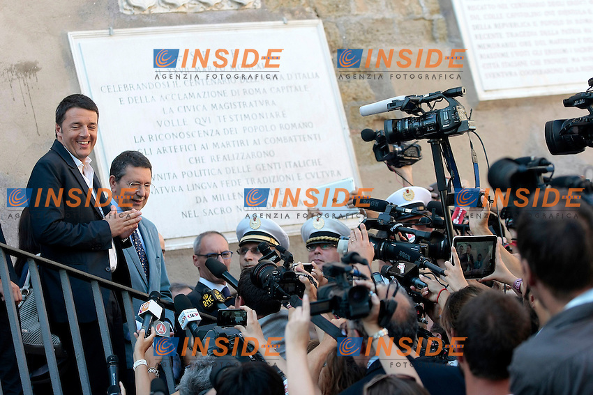 Matteo Renzi e Ignazio Marino sulle scalette del Campidoglio circondati dalla stampa<br /> Roma 04/09/2013 Campidoglio. Incontro tra il sindaco di Roma ed il sindaco di Firenze che si recano a visitare i Fori Imperiali.<br /> Rome's Mayor and Florence Mayor visit the Fori Imperiali<br /> Photo Samantha Zucchi Insidefoto